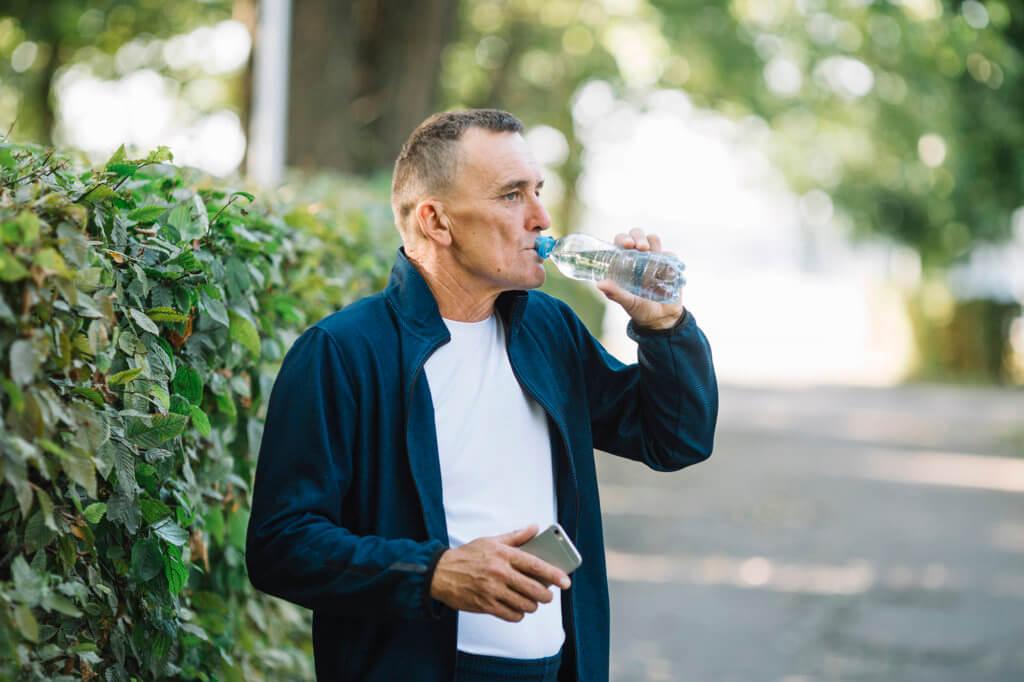 Vantagens de tomar água