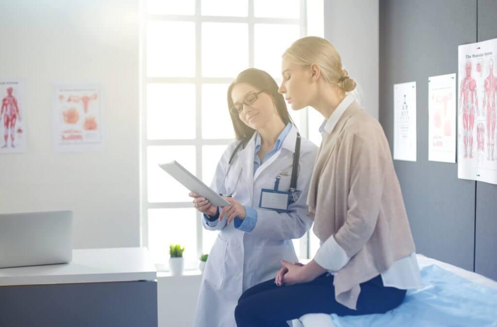 Na mulher adulta, os exames hormonais de rotina passam a incluir a verificação da glicemia e o colesterol.