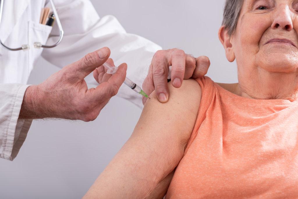 A imunização do idoso, não se resume à vacina contra a gripe.