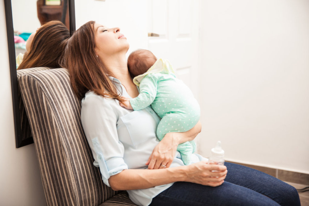 Os cuidados com o bebê recém-nascido podem levar a mulher à exaustão.