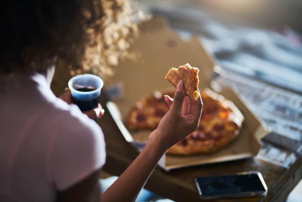 A ansiedade pode piorar as compulsões associadas à comida.